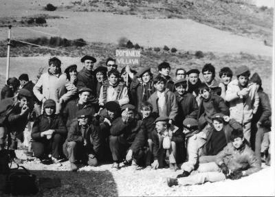 20140222195252-dominicos-de-villava.-javierada-1971.-p.-larraneta-y-alumnos-de-diferentes-cursos..jpg