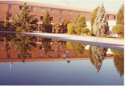 20140724125041-ultimo-dia-en-el-colegio.-1975.-reflexion-en-la-piscina-.jpg
