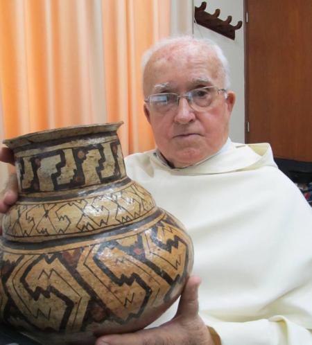 20130617201134-20130516-padre-ricardo-alvarez.jpg