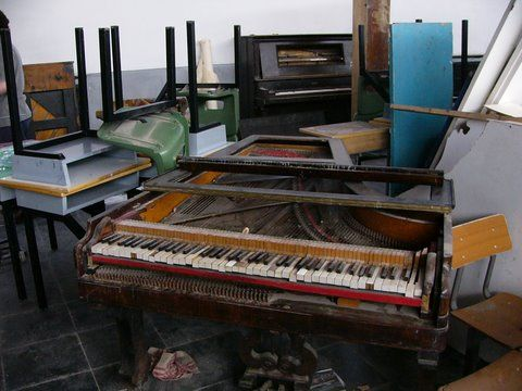 20200131115456-pianos.jpg
